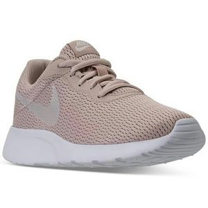 NIB Womens Nike Tanjun
